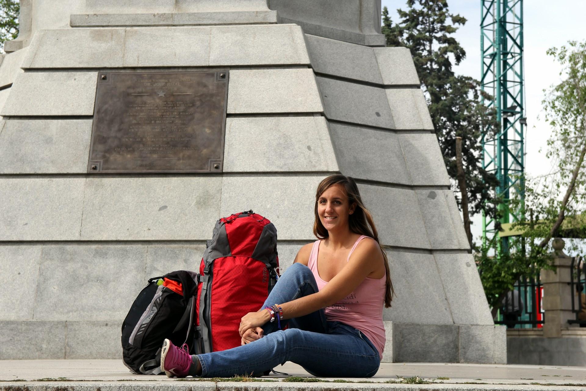 Claudia Rodríguez, blogs Solo Ida, con su mochila TOTTO