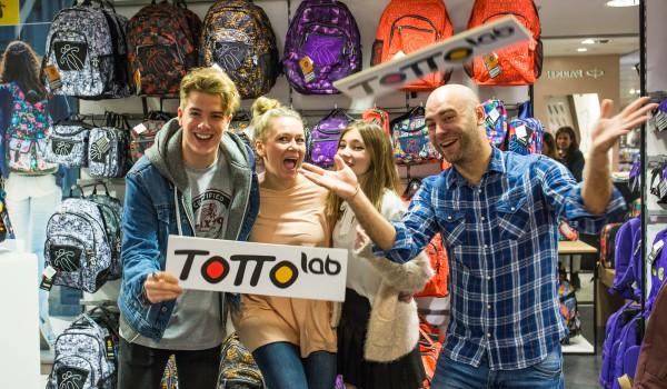 Lanzamiento Totto Lab con Alex Puértolas, Rebeca Stones y MolaViajar